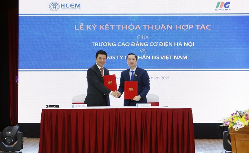 Hanoi College for Electro-Mechanics and IIG Vietnam cooperate in implementing the field of English and Informatics following the international standards