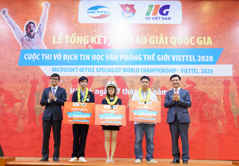 Ba nhà vô địch MOSWC – Viettel 2020 nhận giải thưởng cao nhất của cuộc thi