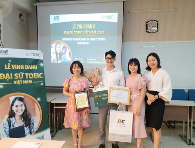 Tưng bừng Lễ vinh danh sinh viên Đại học Duy Tân trở thành Đại sứ TOEIC Việt Nam khu vực miền Trung tháng 3/2021